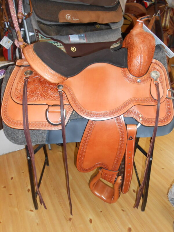 DSCN4502 - Luck Saddlery