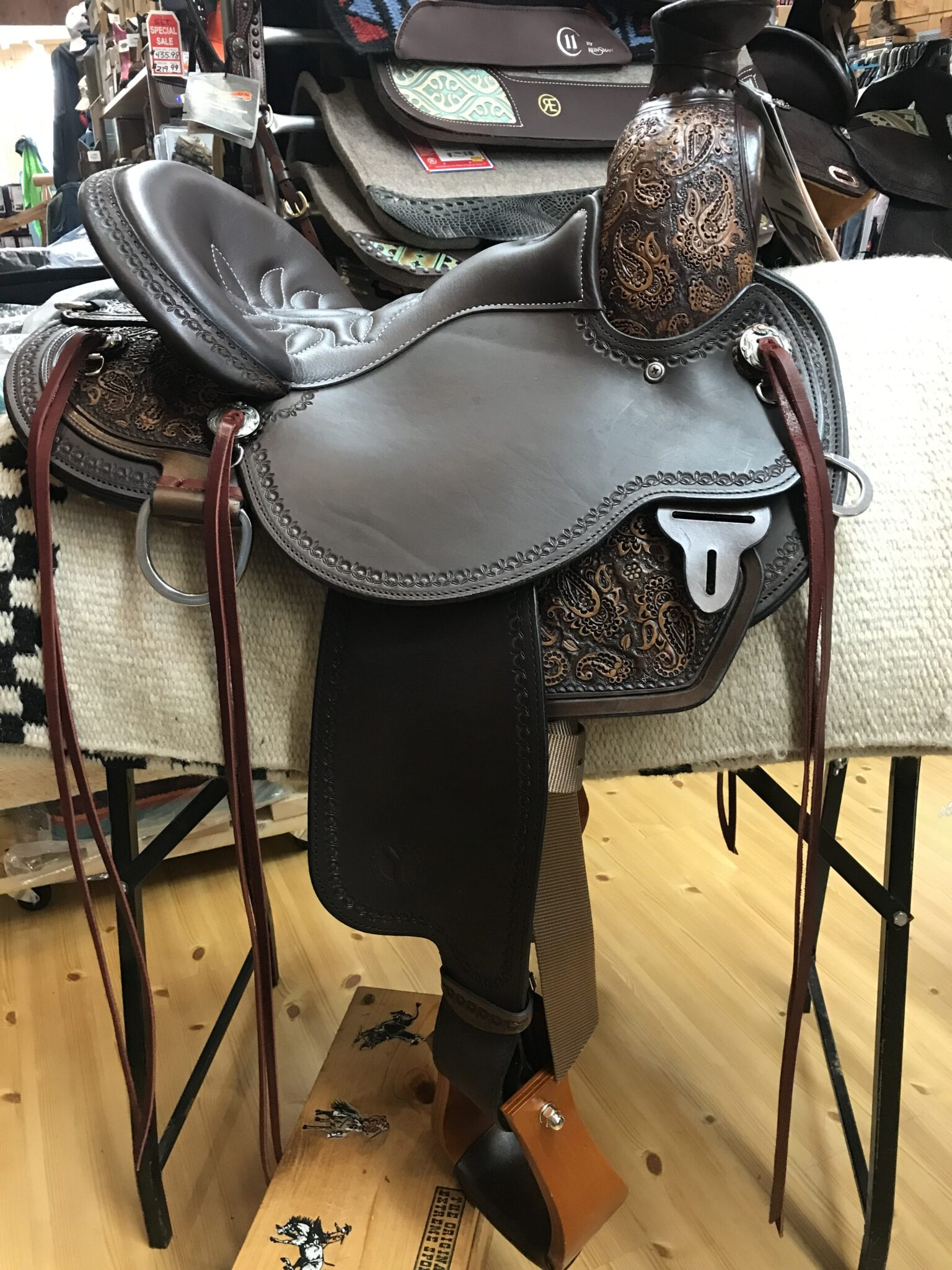 """Circle Y 1154 Paisley 16"""" Wide Fit Trail Saddle"""